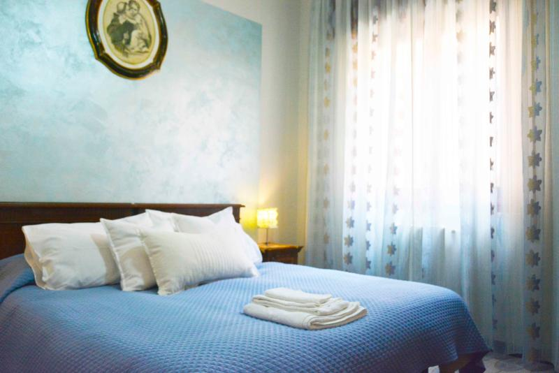 Blu bedroom - IL Pesco, Elegant Mediterranean Style Apartment - Trapani - rentals