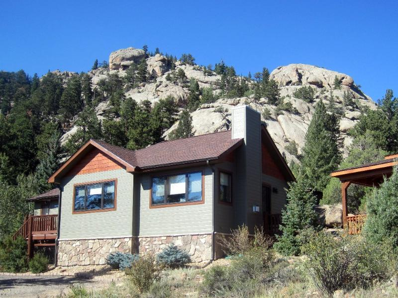 Lumpy Ridge Retreat. - Updated Vintage Cabin, Hot Tub, Rocks & Views! - Estes Park - rentals