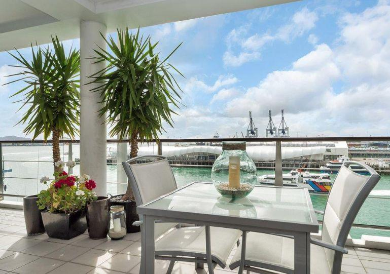This apartment has a large private 64 m2 deck - GH110652 - Auckland - rentals