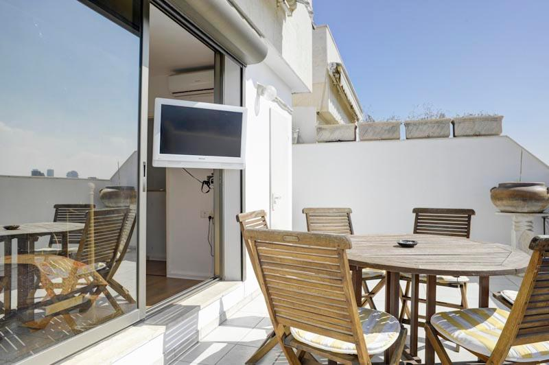 3br with balcony gordon beach with parking - Image 1 - Tel Aviv - rentals