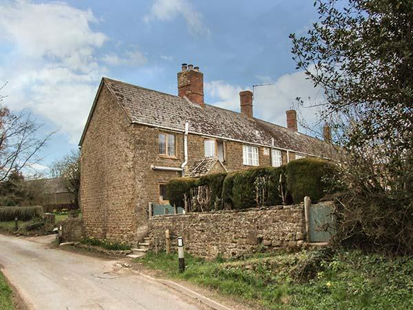 PRIORS END COTTAGE, stone-built, en-suite, woodburner, romantic retreat, in Claydon, Mollington, Ref 934459 - Image 1 - Mollington - rentals
