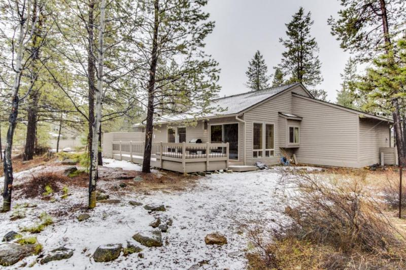Comfortable family home w/ private hot tub and SHARC passes - Image 1 - Sunriver - rentals