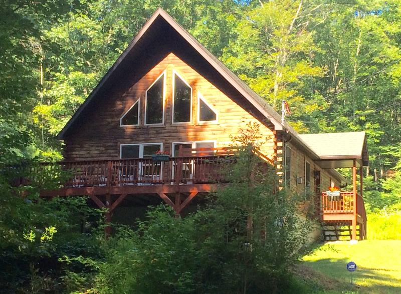 Front of Chalet - Chalet with Pond, Fireplace, Hot Tub, and WiFi - Dingmans Ferry - rentals