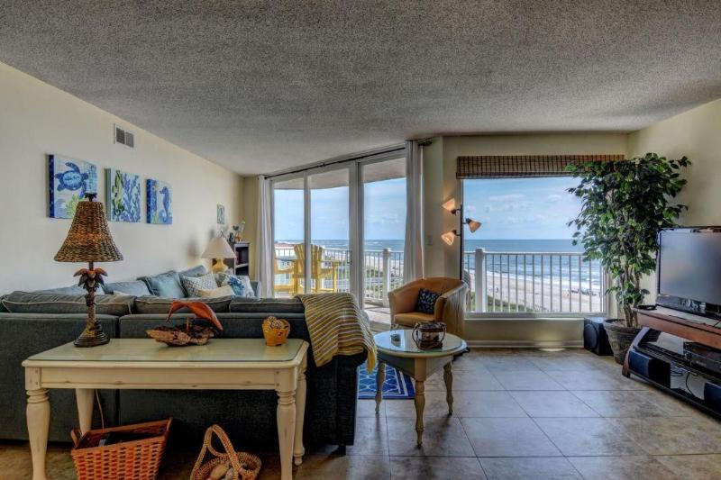 Living Area - St. Regis 3409 Oceanfront! | Indoor Pool, Outdoor Pool, Hot Tub, Tennis Courts, Playground - North Topsail Beach - rentals