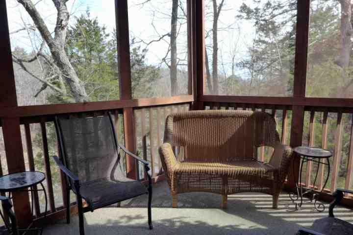 Private Screened-In Back Porch Overlooking the Creek and Woods - Cabin * Grand Mountain - Branson - rentals