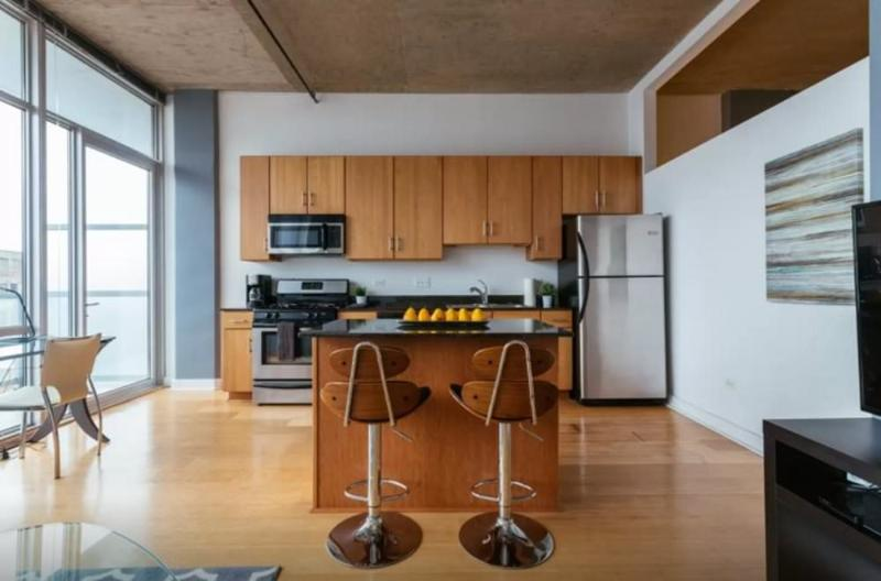 MODERN AND BRILLIANTLY FURNISHED 1 BEDROOM CONDO IN CHICAGO - Image 1 - Chicago - rentals