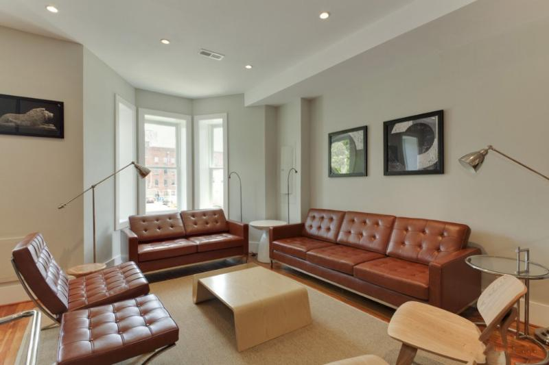 MODERN AND FULLY FURNISHED 3 BEDROOM CONDO - Image 1 - Washington DC - rentals