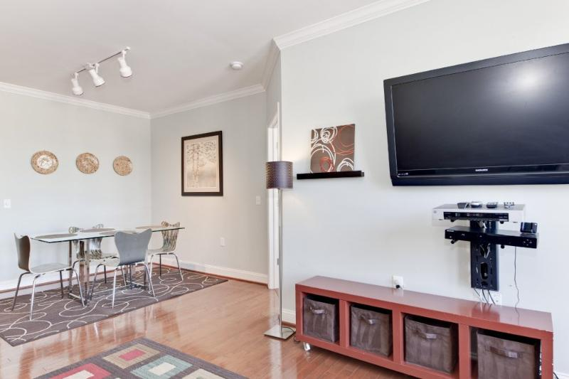 BRILLIANTLY FURNISHED 2 BEDROOM CONDO - Image 1 - Fairlawn - rentals