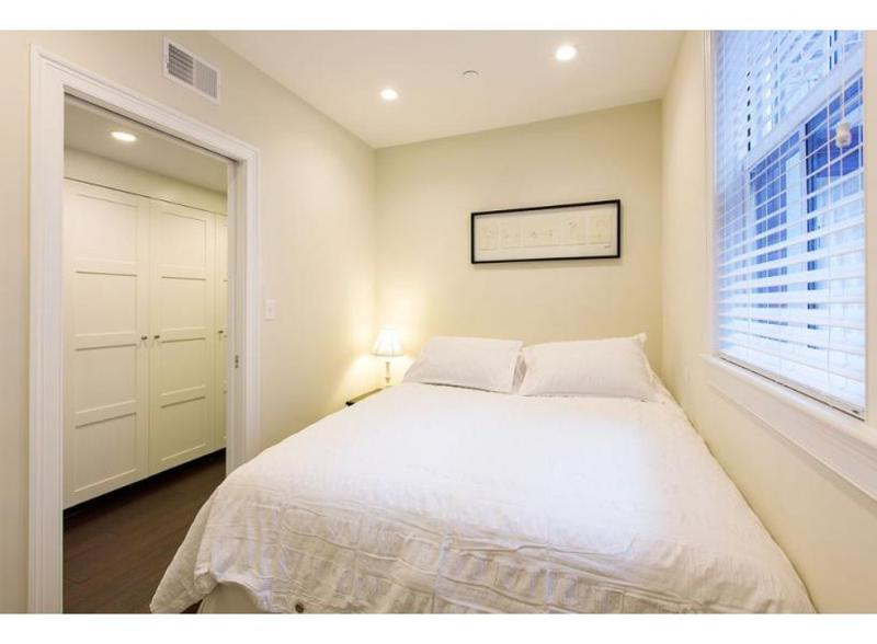 REMARKABLY FURNISHED, CLEAN AND COZY 2 BEDROOM, 2.5 BATHROOM APARTMENT - Image 1 - Boston - rentals