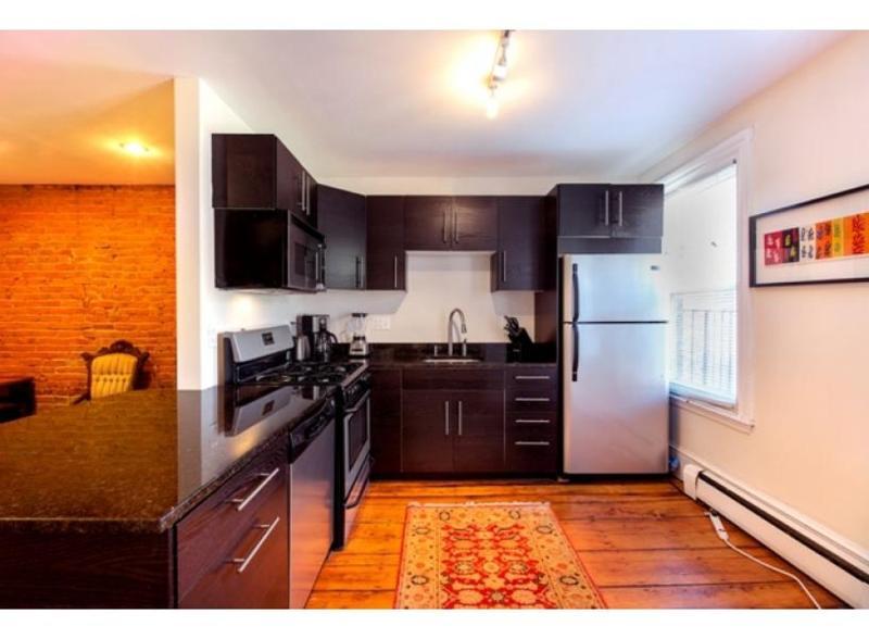 ADORABLE LIGHT-FILLED 3 BEDROOM, 2 BATHROOM APARTMENT - Image 1 - Boston - rentals