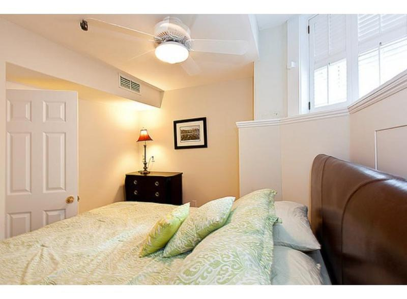 CLEAN, SPACIOUS AND LUXURIOUS 2 BEDROOM, 1 BATHROOM APARTMENT - Image 1 - Boston - rentals
