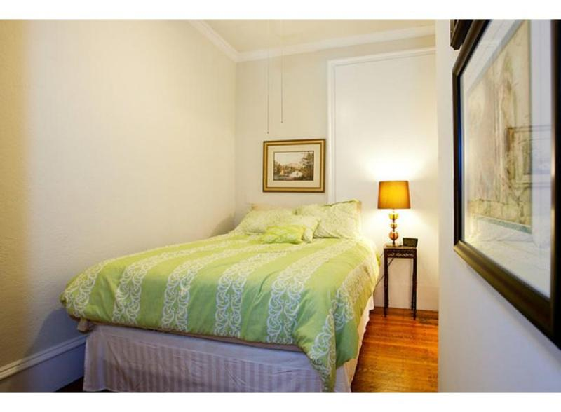 LOVELY AND SPACIOUS 1 BEDROOM, 1 BATHROOM APARTMENT - Image 1 - Boston - rentals