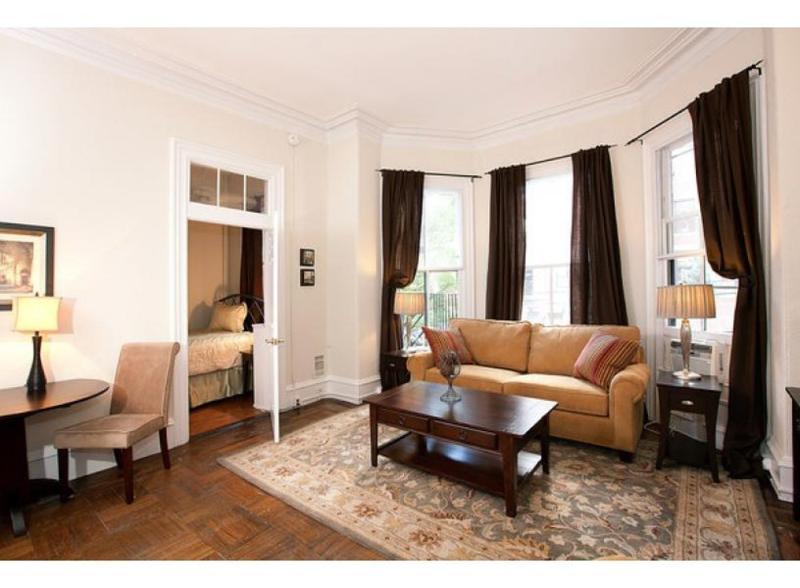 CHARMING AND SPACIOUS 1 BEDROOM, 1 BATHROOM APARTMENT - Image 1 - Boston - rentals