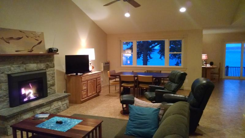 Living room overlooking the lake - Serenity Zen House - Penn Yan - rentals