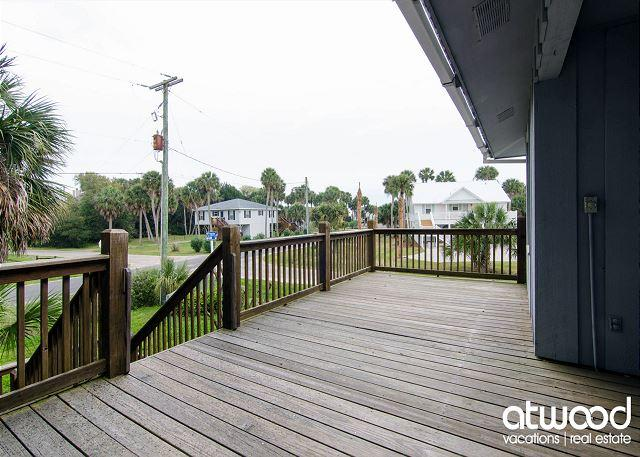 Pompano Villa - Easy Beach Access, Screened Porch - Image 1 - Edisto Island - rentals