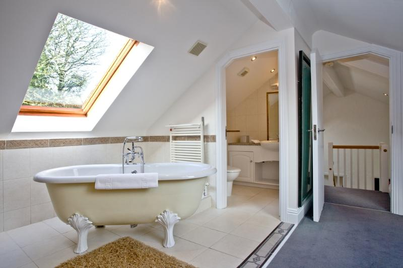 Rose, Woodland Retreat located in Wadebridge, Cornwall - Image 1 - Wadebridge - rentals