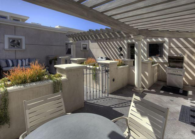 Villa Djakarta Patio w/BBQ - 1 bdrm located on true oceanfront parcel, steps to exquisite ocean views - Laguna Beach - rentals