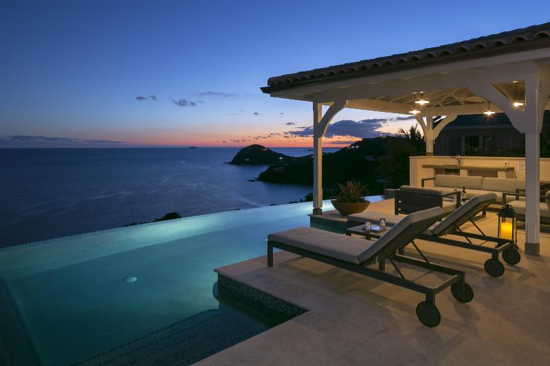Luxury all A/C villa 4 bedroom 4.5 bath with 47' infinity pool-South facing-8 min. drive to Cruz Bay - Leeward St. John Villa-Breathtaking views! - Virgin Islands National Park - rentals