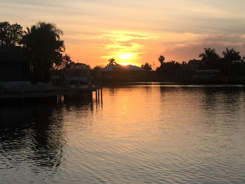 Stunning Sunsets Every Night! Luxury Coastal Decor - Image 1 - Cape Coral - rentals