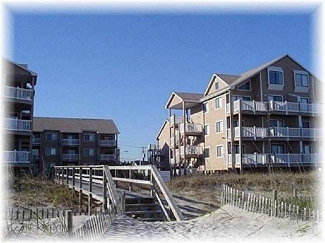Sand Pebbles 17A -Oceanside with Pool - Image 1 - Carolina Beach - rentals