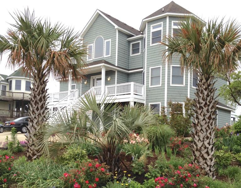Sea Forever has more than just a beach and pool, with shade gardens & large lawn - Sea Forever-Elevator, Pool Heat, Hot Tub, Gardens! - Corolla - rentals