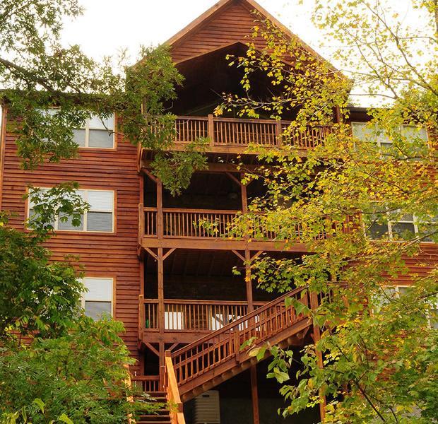 Beautiful Lakefront Home Near Deerfield - Image 1 - La Follette - rentals