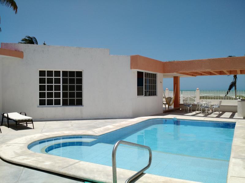Caglez Beachfront house with Pool & WiFi Internet - Image 1 - Progreso - rentals