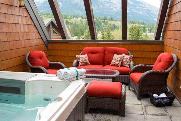 Relax on your patio in a wonderful 6 person hot tub - Canmore Summit Penthouse 2 Bed + Den Fairholme Suite - Canmore - rentals