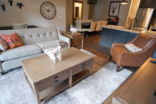 Wonderful, spacious living area with fabulous decor - Canmore Summit Penthouse 3 Bedroom 3 Sisters Suite - Canmore - rentals