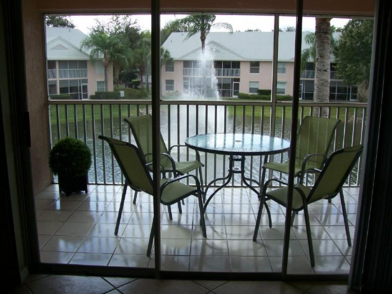 SCREENED LANAI WITH FOUNTAIN THAT LIGHTS UP AT NIGHT! - Lake View, 3 Bed, Condo.  End unit. - Naples - rentals