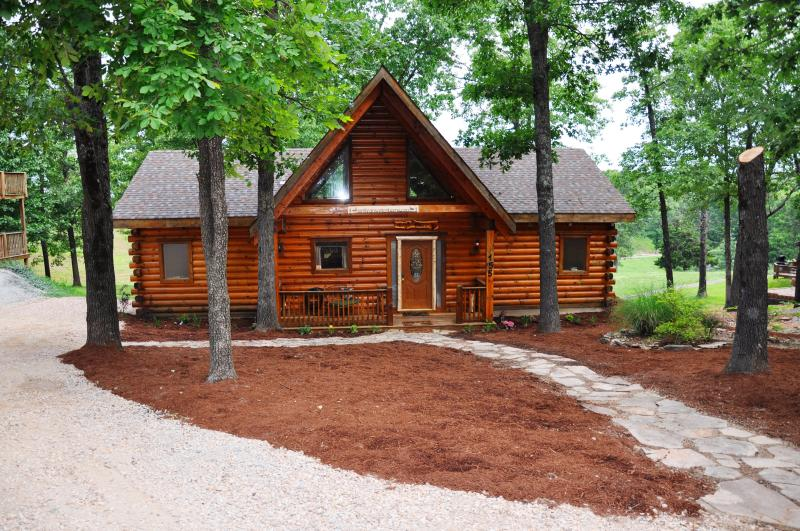 2 Master Suite All Wood Cabin nearBranson SPECIALS - Image 1 - Branson - rentals