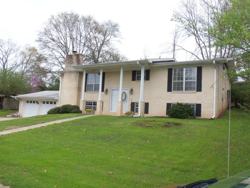 Large 2 Story Home 3,200 SF - Cozy Home Guest House - Hot Springs - rentals
