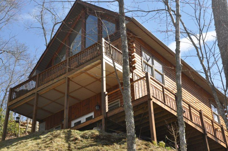 Northern Sky - Two Bedroom Rental with Hot Tub, View of Clingman`s Dome, and Fire Pit - Image 1 - Whittier - rentals