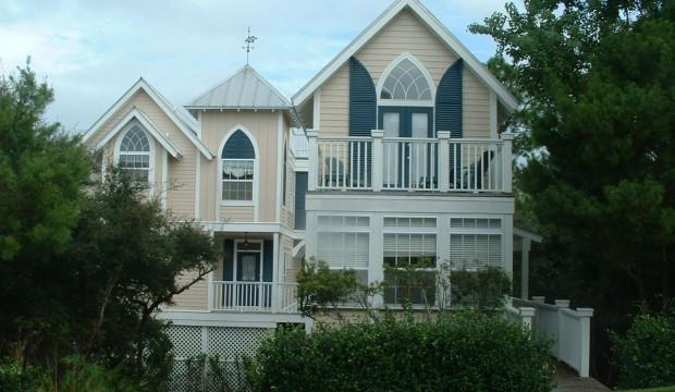 Street view of Carriage House (right) &  Calypso Cottage on the far left. - Calypso Cottage & Carriage House (Separate rental) - Santa Rosa Beach - rentals