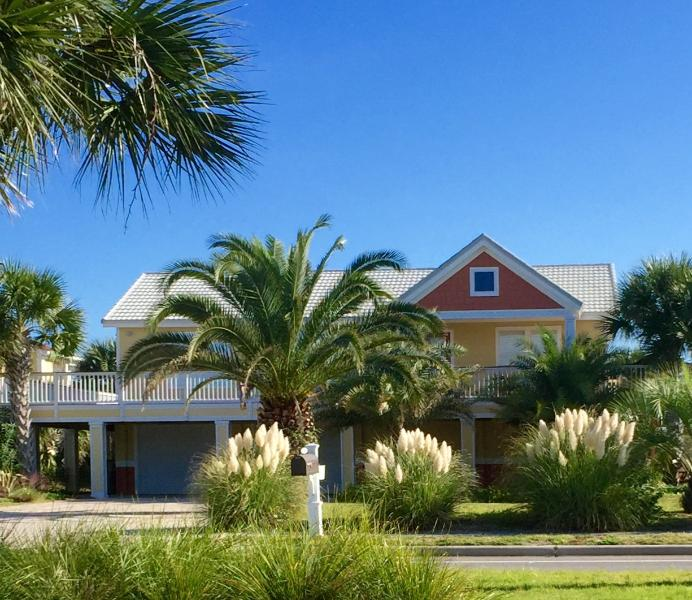 Casa Girasol (Sunflower House) named after the beach sunflowers in the yard. - Cute and Cozy Perfect for your Family Getaway! - Pensacola Beach - rentals