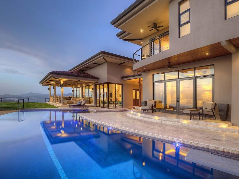Brand New Luxury Home with Infinity Pool Sleeps 14 - Image 1 - Playa Flamingo - rentals