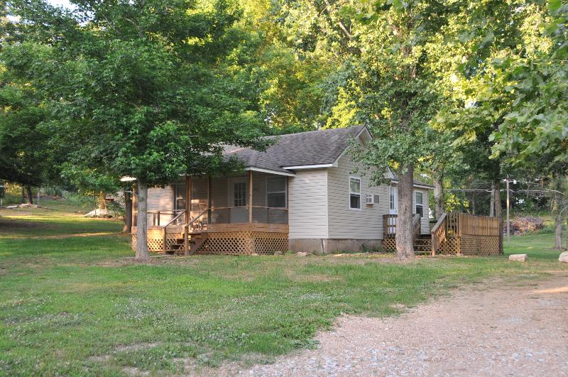 Lil' River Cabin is your home away from home for relaxing and enjoying peaceful country living. - Lil' River Cabin - Galena - rentals