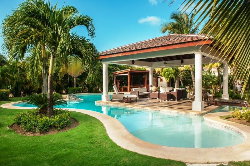 4 Bedroom Villa close to Bavaro Beach in Cocotal Golf & Country Club, sleeps 8 - Image 1 - Punta Cana - rentals
