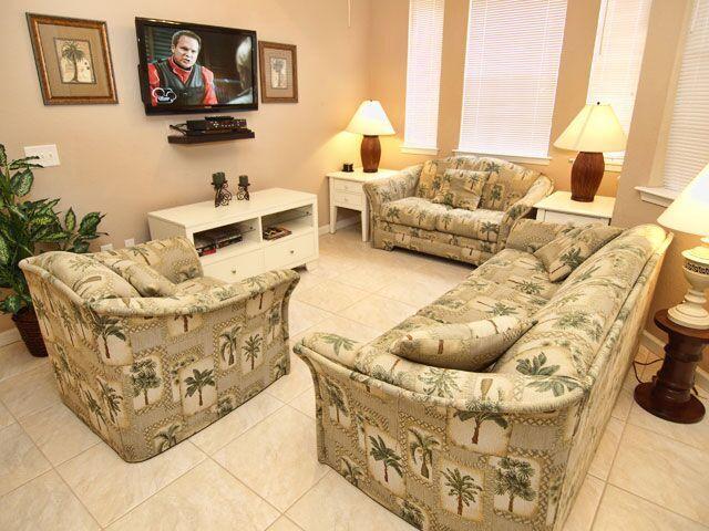 Living Room area with flat screen TV! - Terrace Tree House - Davenport - rentals