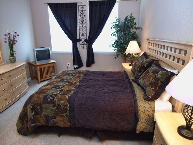 Master Bedroom - Paradise Found - Davenport - rentals