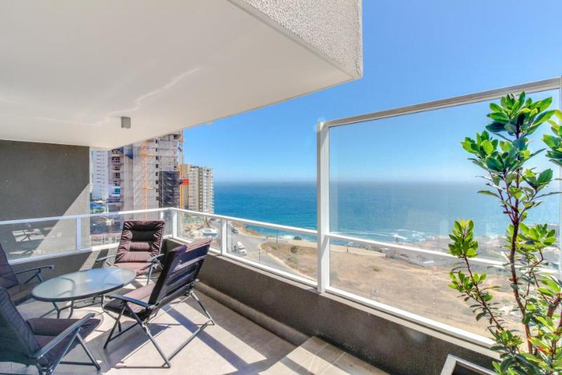 Elegant oceanview condo w/ shared hot tubs & pool - less than a mile from beach! - Image 1 - Vina del Mar - rentals