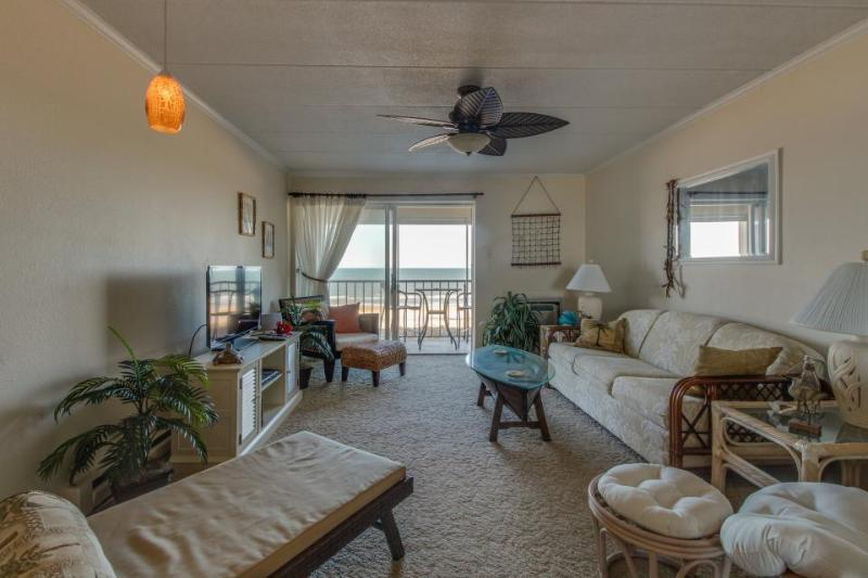 Oceanfront beach condo w/ shared pool. Walk to Delaware! - Image 1 - Ocean City - rentals