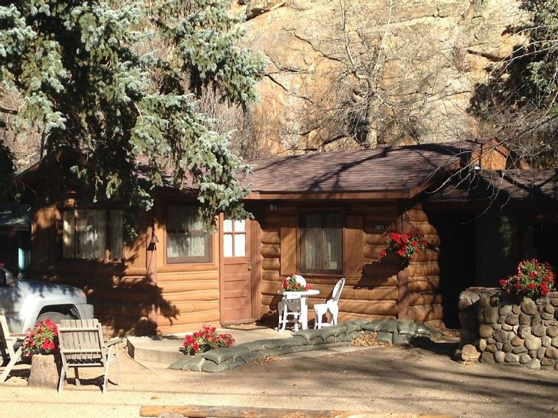 Redemption Cabin is quintessential Estes Park. 'Simply amazing'. - Redemption Cabin: Intimate-Upscale-Natural Retreat - Estes Park - rentals