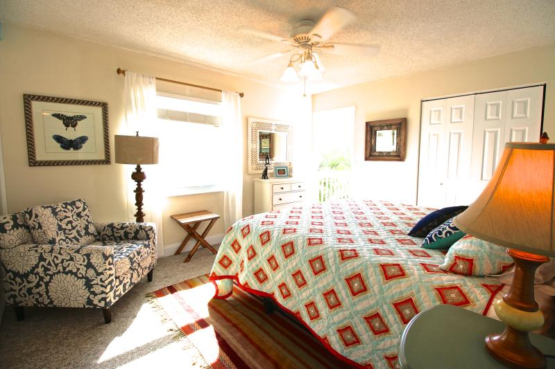 King Master BR - southerly exposure and petite couple balcony - Casa Van Lopik (Canal) – In Siesta Village just 1.5 blocks to the best beaches! - Siesta Key - rentals