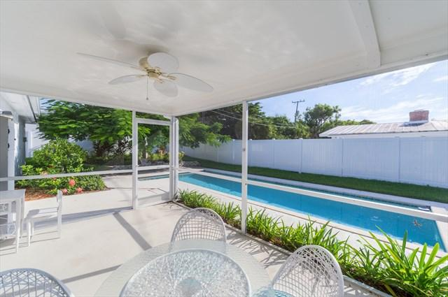 Heated long pool completely fenced and landscaped beautifully - NOW BOOKING APRIL 2017 * Olde Naples Pool Home - Naples - rentals