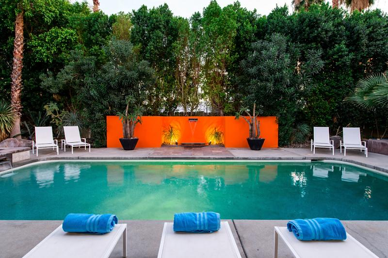 Mid-Century Modern Pool with Orange Accent Wall - Stunning Palm Springs Home! 3500 Sf Pure Decadence! - Palm Springs - rentals