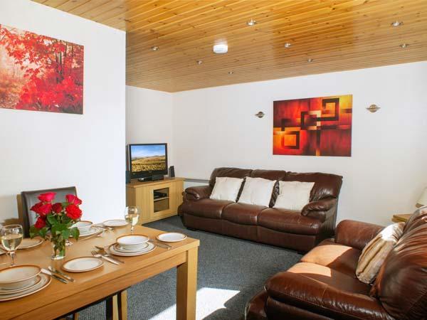 BRECON COTTAGES - GWYNEDD, 2 en-suite four poster bedrooms, sauna, WiFi, on-site facilities, near Pen-y-Cae, Ref. 925415 - Image 1 - Pen-y-cae - rentals