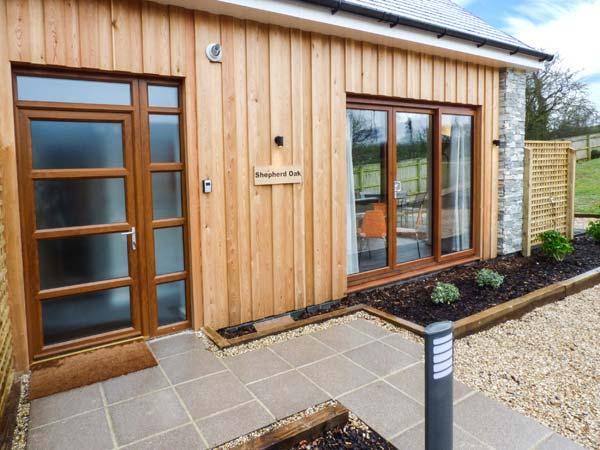 SHEPHERD OAK, quality semi-detached cottage, stylish features, en-suite, dog-friendly, in Upwey, Ref 932158 - Image 1 - Upwey - rentals