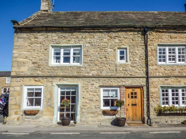 CORNER COTTAGE Grade II listed, town location, woodburning stove, pet-friendly in Masham Ref 932223 - Image 1 - Masham - rentals