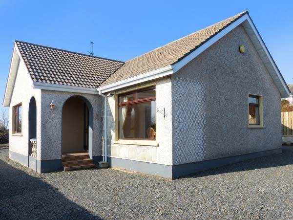 NAOMH RIOCH, detached, open fire, WiFi, all ground floor, pet-friendly, in Muff, Ref 934946 - Image 1 - Iskaheen - rentals